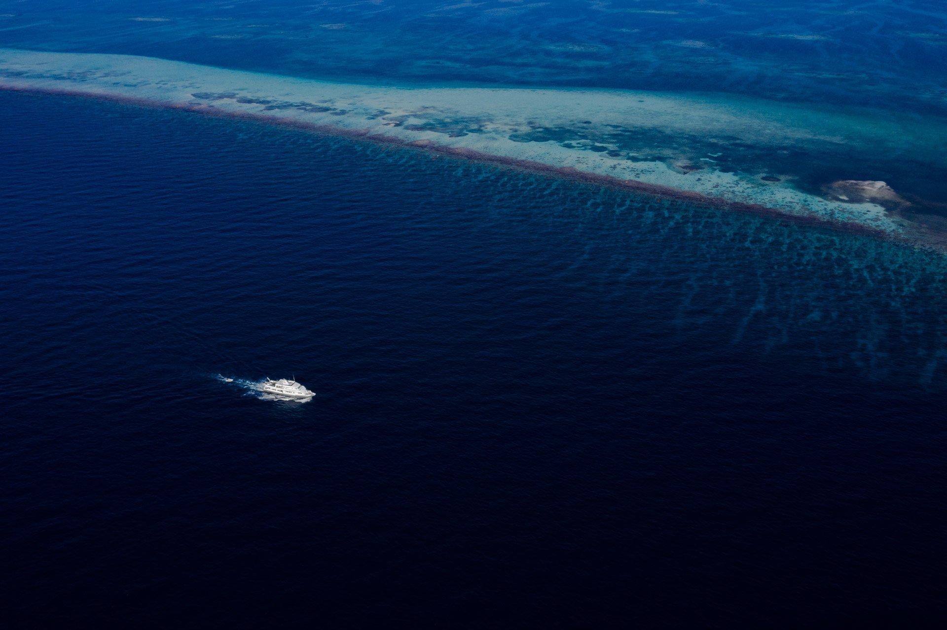 Belize snorkeling liveaboard