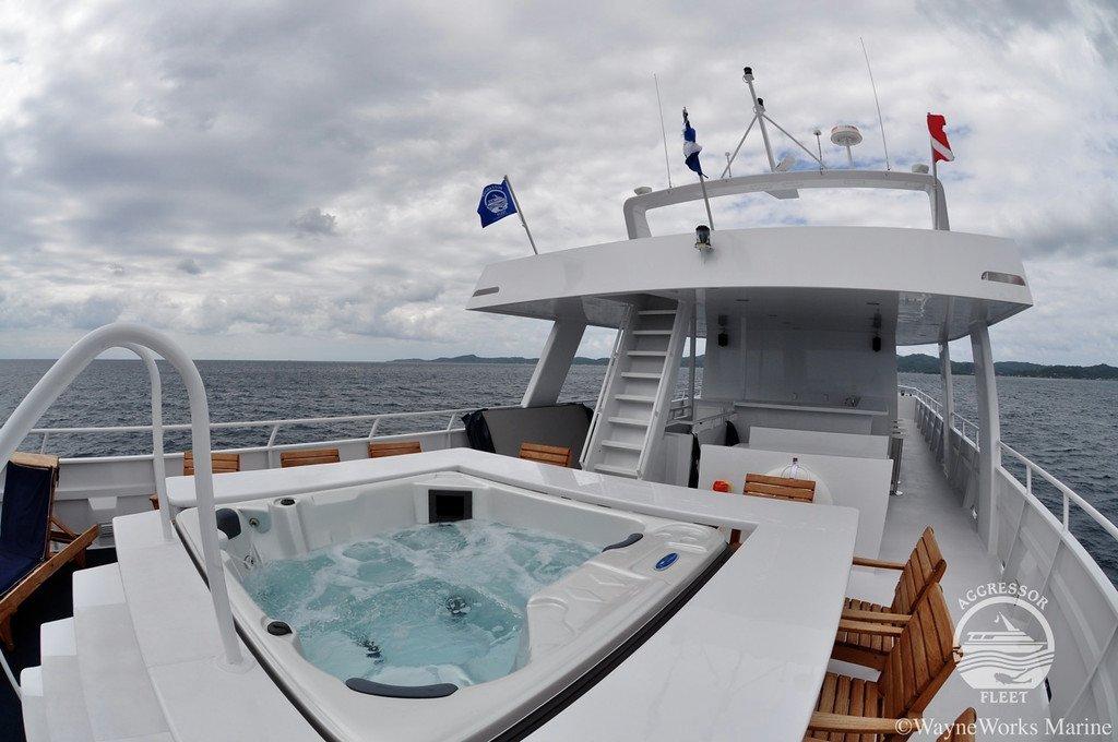 Jacuzzi on top deck of Roatan Aggressor V
