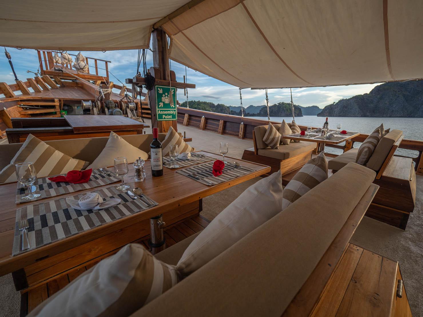 coralia liveaboard sun deck